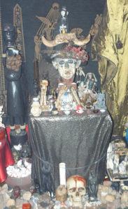 10 Lichnyy Altar Seleny Vamp 2000 god 183x300 - Тайны магии Вуду