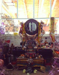 2 Altar Oshun 238x300 - Тайны магии Вуду