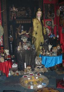 8 Lichnyy Altar Seleny Vamp 2000 god 210x300 - Тайны магии Вуду